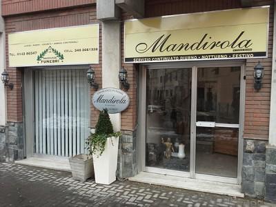 Ingresso della sede di Onoranze Funebri Mandirola ad Ovada